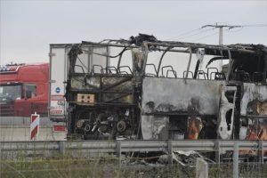 Kigyulladt egy busz a M0-áson